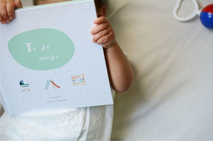 Knížka+To+je+moje+s+washi+páskou+O+knize+Interaktivní+deník+malého+člověka+Od+narození+po+vstup+do+školních+dveří+si+do+něj+můžete+společně+vpisovat,+vkládat,+lepit,+kreslit.+Formát+19x19+cm,+52stran,+ke+knížce+je+přibalena+originální+japonská+washi+páska,+na+zadní+straně+je+obálka+na+drobnosti.+Napsala+Rosa+Mitnik+Ilustrace,+obálka,+grafická+úprava+Jana...