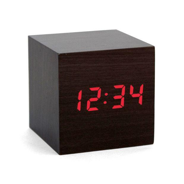 キューブ型でシンプルで見やすい時計です!個人的に欲しいと思いましたー:Dark Wood Cube Alarm Clock