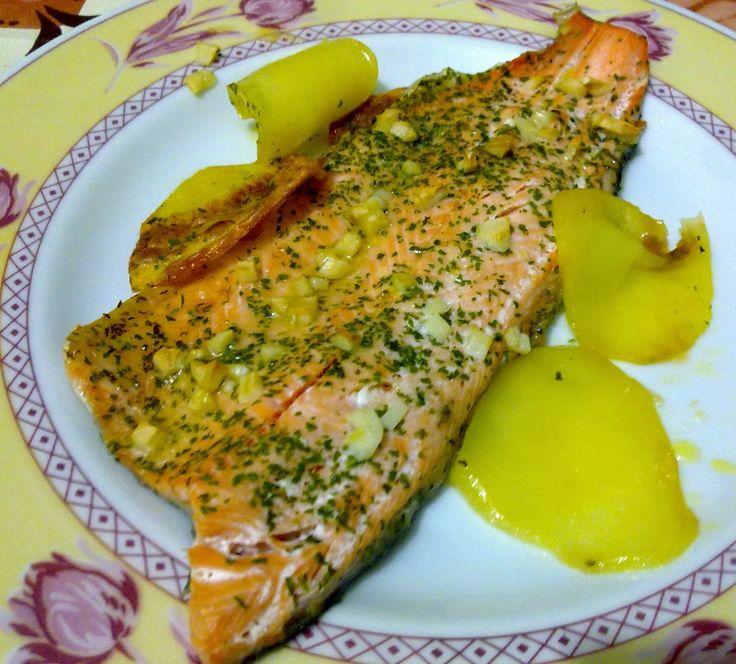 Trucha asalmonada al horno - http://www.mytaste.es/r/trucha-asalmonada-al-horno-45560622.html