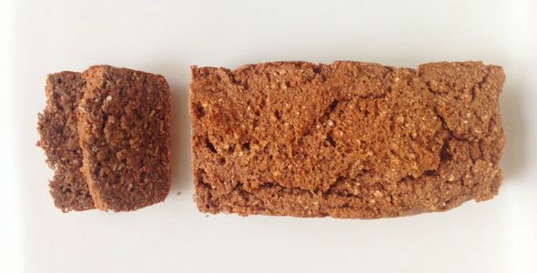 Deze Havermout Ontbijtkoek is zonder geraffineerde suikers en zuivelvrij. Het is net zo lekker zoet als gewone ontbijtkoek, maar veel gezonder! Aanrader!