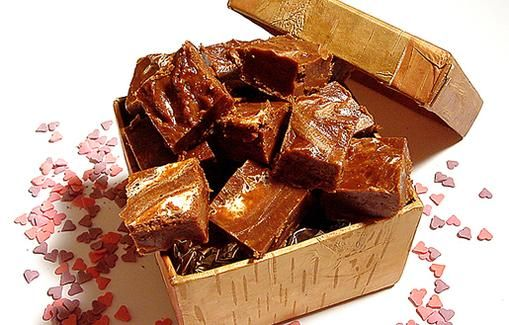 Vaahtokarkkifudge. Tried twice and does not work. Something wrong with the recipe.