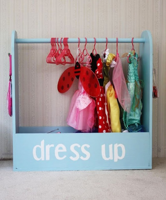 kokokoKIDS: Coat racks.