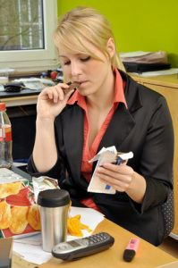 7 schlechte Angewohnheiten, die Sie bei Kollegen unbeliebt machen