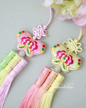 hanbok accessory Norigae W5,000 노리개.눈물고름 http://dodamdodam.com/goods_list.php?Index=503