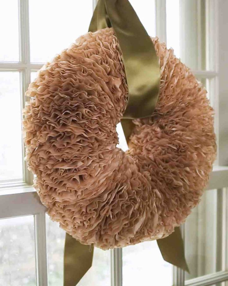 how to craft a holiday wreath with coffee filters coffee filter wreath videos and coffee filters. Black Bedroom Furniture Sets. Home Design Ideas