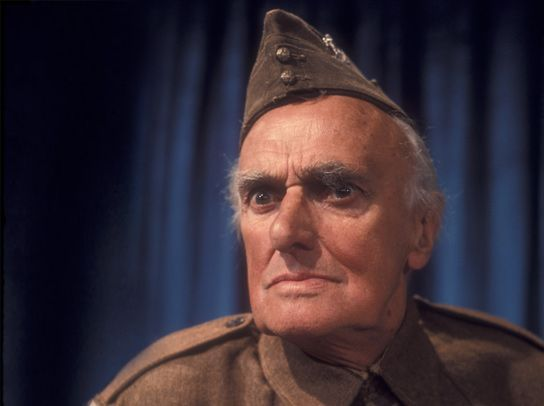 Private James Frazer (John Laurie).