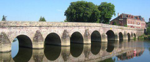 Le pont de Pont-Réan  Cet élégant pont en schiste possède neuf arches, la cinquième marquant la limite entre Bruz et Guichen. Le pont date de la Gaule romaine, mais fut reconstruit de 1753 à 1767. Situé sur la Vilaine, le pont de Pont-Réan est un lieu agréable
