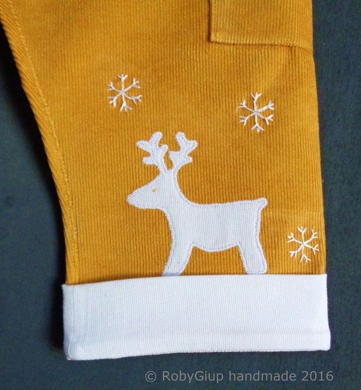 Pantaloni baby invernali in velluto con applique renna e fiocchi di neve ricamati - RobyGiup handmade #baby #fashion #christmas #kids #clothes