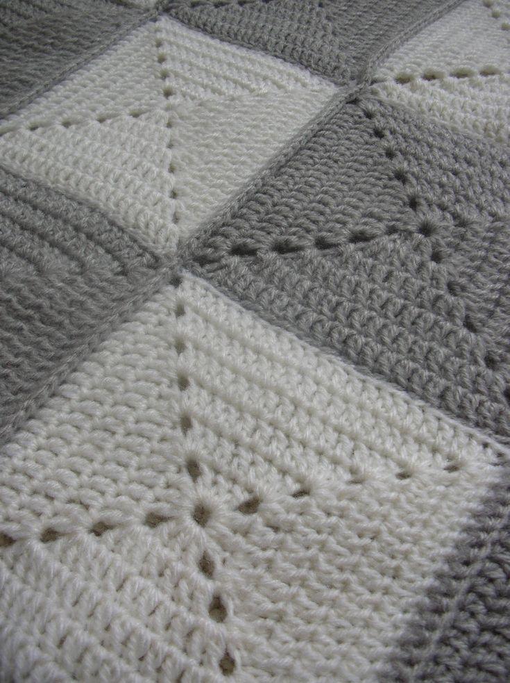 """Os mostramos la última creación de """"El Taller de Chloé"""": Mantitas de lana para bebés hechas a mano a cuadros en ganchillo, combinando colore..."""