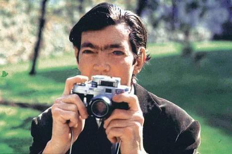 """mariianela:  """"Entre las muchas formas de combatir la nada, una de las mejores es hacer fotografías."""" Julio Cortázar"""