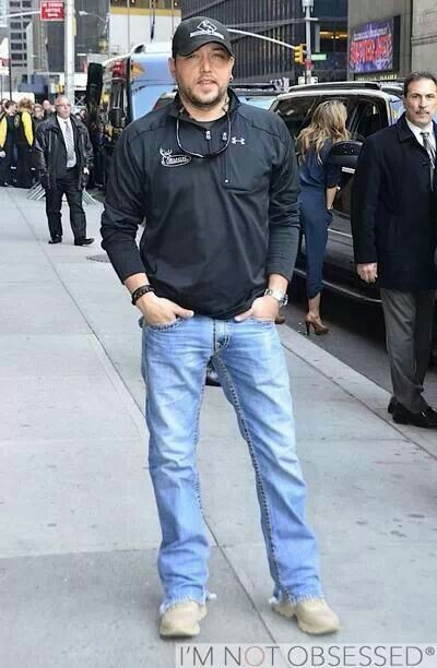 Jason Aldean as always in jeans...  //Jeans, the only way to go EL//