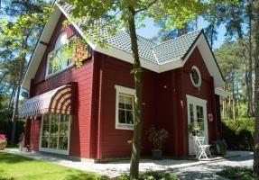 In het bos bij het elegante stadje Oisterwijk (in Noord-Brabant) ligt vakantiepark De Reebok. Een echte boscamping waar je behalve kamperen ook kunt verblijven in een aantal verschillende huuraccommodaties. #origineelovernachten #officieelorigineel #reizen #origineel #overnachten #slapen #vakantie #opreis #travel #uniek #bijzonder #slapen #hotel #bedandbreakfast #hostel #camping #kids
