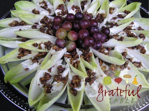 Extensión de queso azul en Hojas de endibia, en forma de flor