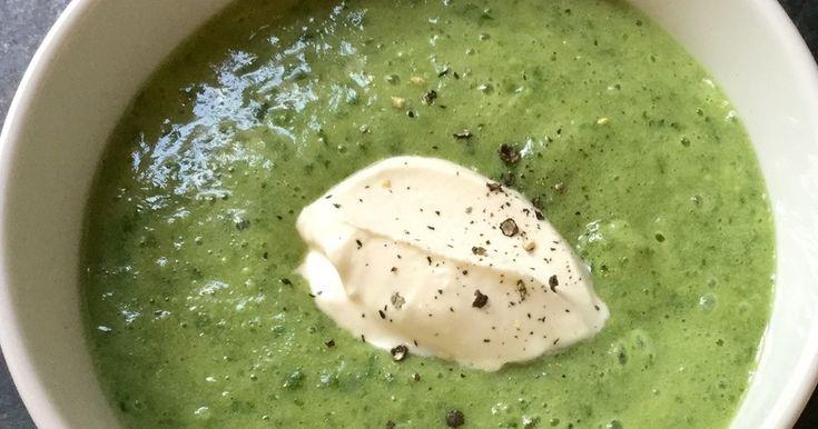 ケールとジャガイモのスープ by Fred [クックパッド] (4人分) サラダ油小さじ1 玉ねぎ小1個 セロリ1本 ジャガイモ4個 ケール100グラム 豆乳 400ml 塩こんぶ大1 胡椒お好みで サワークリーム お好みで