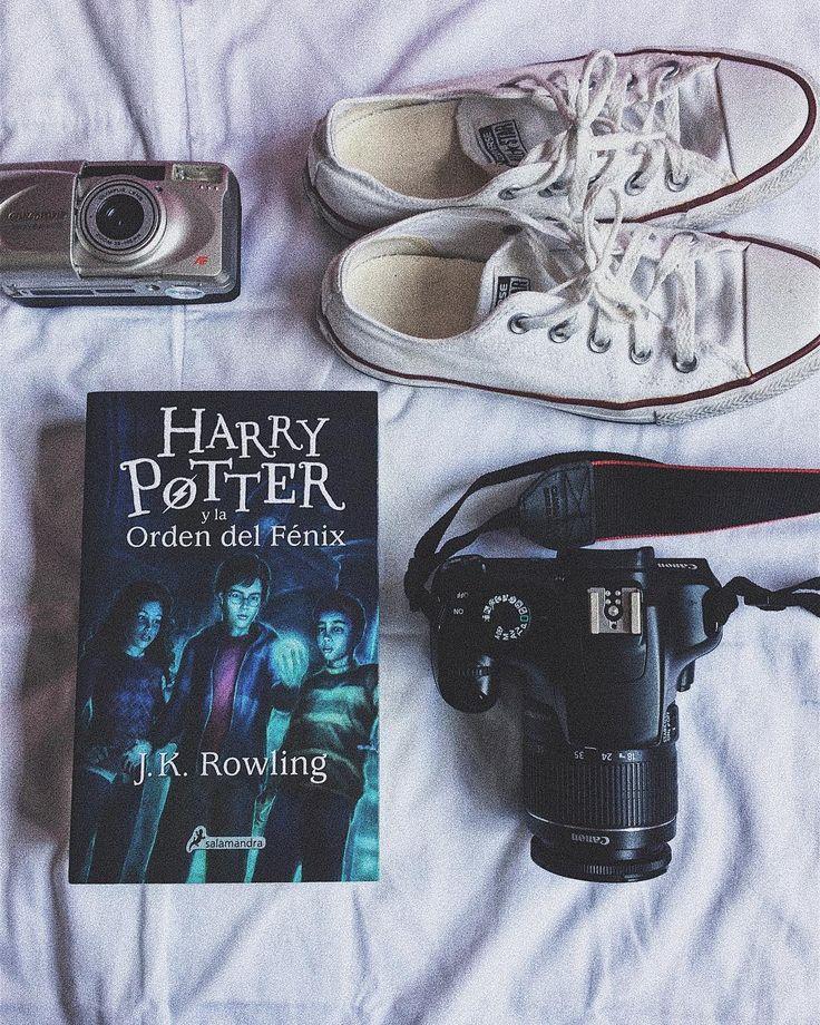 Who doesnt enjoy an afternoon spent within the magical world of Hogwarts?  I have been thinking about getting a tattoo on my arm Harry Potter themed. Maybe a kind of spell... If you have any ideas they are welcome  Also which is your favorite book in the whole series?    Quién no disfruta de una buena tarde leyendo sobre el mágico mundo de Hogwarts?  Estuve pensando en hacerme un tatuaje en el brazo sobre Harry Potter. Pensé en algún hechizo... Si tienen alguna idea esta bienvenida  También…
