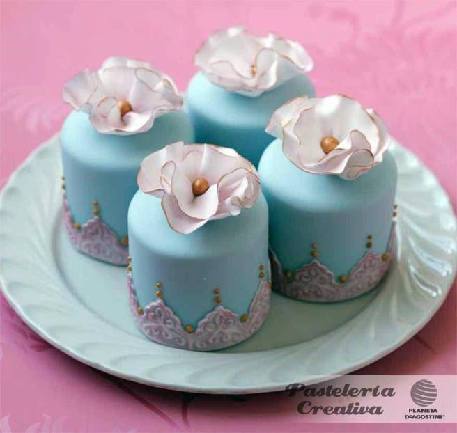 Blauw met zilveren mini cake