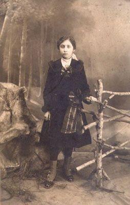 Samiha Ayverdi-tahminen 1915-Yayınlanan Kitaplarının Listesi Aşk Budur (Aşk Bu imiş) 1938, Batmayan Gün 1939, Mâbette Bir Gece 1940, Ateş Ağacı 1941, Yaşayan Ölü 1942, İnsan ve Şeytan 1942, Son Menzil 1943, Yolcu Nereye Gidiyorsun 1944, Yusufcuk 1946, Mesihpaşa İmamı 1948, Ken'an Rifâî ve Yirminci Asrın Işığında Müslümanlık 1951, İstanbul Geceleri 1952, Edebî ve Mânevî Dünyâsı İçinde Fâtih 1953, İbrâhim Efendi Konağı 1964, Boğaziçi'nde Târih 1966,