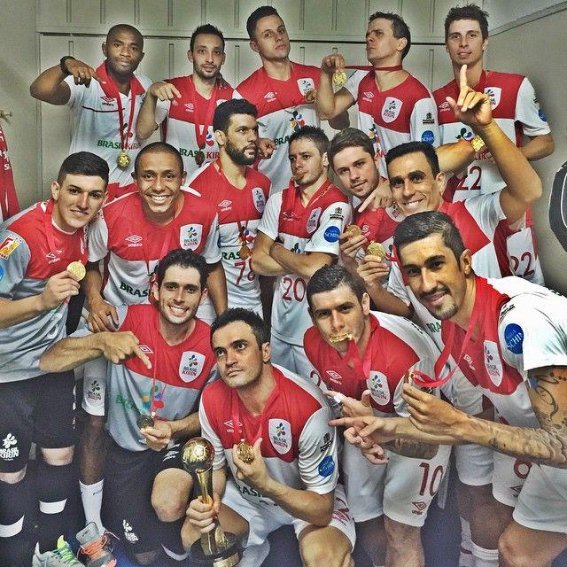 """""""FINAL NÃO SE JOGA, SE GANHA..."""" Sim, em menos de 1 ano e meio, somos sim, Campeões da #Libertadores , temos sim uma sala de  grande , somos sim #Vencedores !! E não adianta  gordo , não, não adianta... @futsalbrasilkirin 5 x 3 Boca Jrs (Arg) , gols , 2 meus , 1 @betao12 @fellipemello18 @xuxa_futsal20 !!! Valeu #Brasil #Sorocaba , todos que torceram para nós .... Feliz demais pelo meu8º título da #Libertadores   conta ... #VivaSuaSede"""