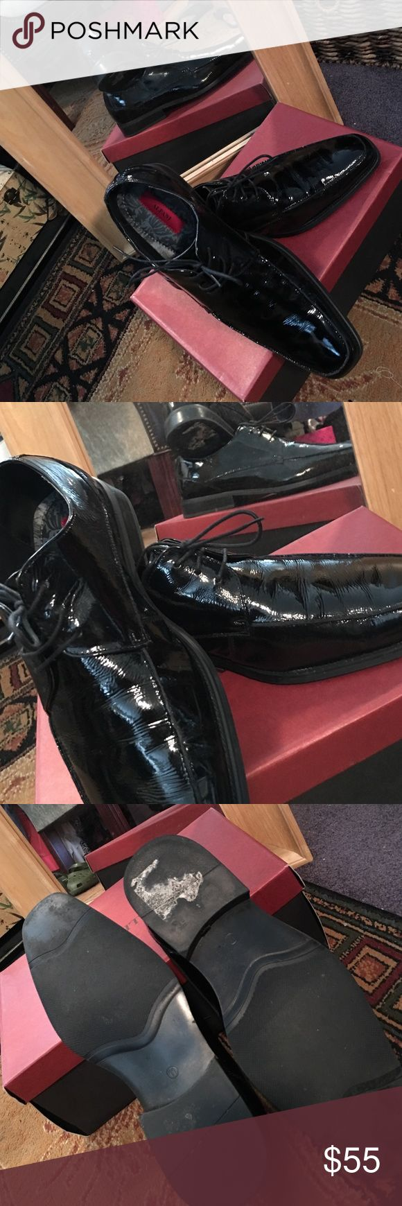 The man of the hour in black patent shoes! Step out in style in black Alfani shoes! These black patent leather shoes are Class in a tie up, and are perfect for your tuxedo, or a black suit! Alfani Shoes