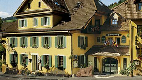 Hotel Bären | insgesamt fünf Hotels ist Rainer Kuber der zweitgrößte Hotelier in Baden-Württemberg nach dem Europa-Park und gerade die Nähe zum Park, macht die Bären Hotels auch so attraktiv für Familien mit Kindern.  Insgesamt 500 Betten stehen für jeden Anlass zur Verfügung und alle Häuser besitzen einen Aufzug und sind auch mit Behindertengerechten Zimmern ausgestattet.