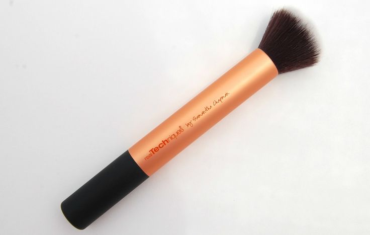 Real Techniques Buffing Brush.  Brand new.  SELL PRICE: $3. *Shelly*