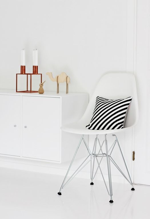 the Plastic Side Chair (Charles & Ray Eames, 1950) by Vitra | nordic leaves