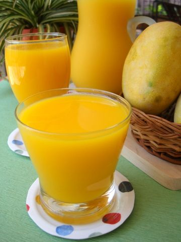 Fresh Mango Juice Summer is the only season one can relish fresh homemade ripe mango juice and I make best use of our home grown mangoes. 'Suvarnarekha... Read more: http://goo.gl/dNPm5s  #mangoes   #juicerecipe   #recipe   #drink   #fruit