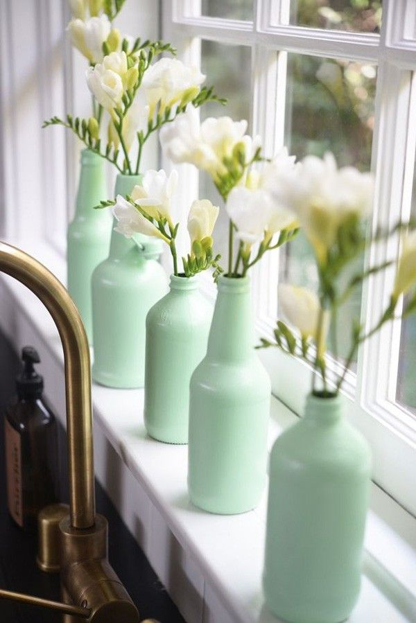 Take glasses of different sizes and paint them in a light-green pastel color, or any other nuance of your choice. Place the same kind of flowers in each, achieving a wonderful effect.