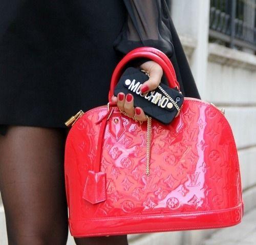 Summer #streetstyle | Olivia Palermo in an relaxed dress, a Louis Vuitton satchel & Pretty Ballerinas flats
