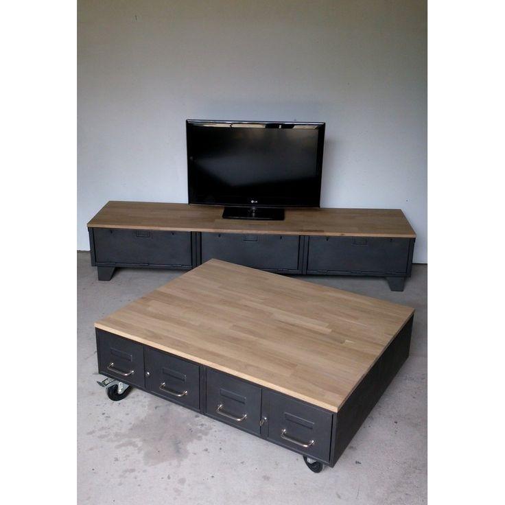 Table basse avec anciens tiroirs et meuble tv industriel à clapets. Plateaux en chêne. http://www.heure-creation.fr/actualites/table-basse-industrielle-en-chene-et-tiroirs-anciens/