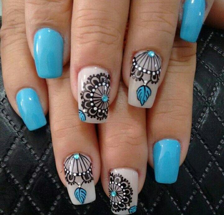 hermosa decoración de uñas azul y negro... UÑAS LADY