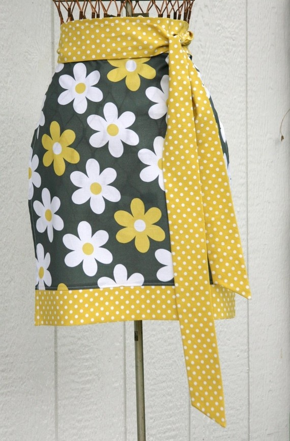 This half-apron is so fabulous. $21. #Etsy