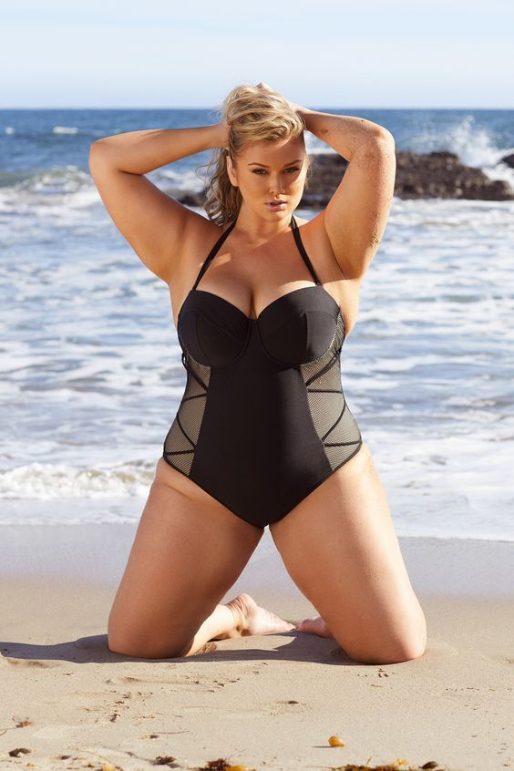 feeec321dfbfb How To Choose The Perfect Swimwear If You Are Plus Size