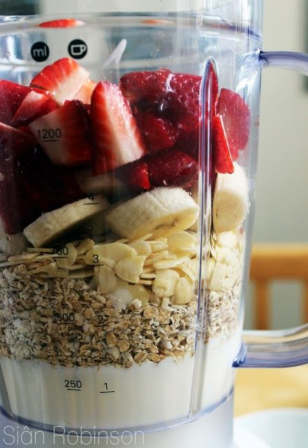 Healthy Fruit and Oat Smoothie 1 cup quartered strawberries 1 slicedbanana 1/4 cup raw almonds 1/2 cup of oats 1 cup low-fat vanilla yogurt1 teaspoon of honey cinnamon