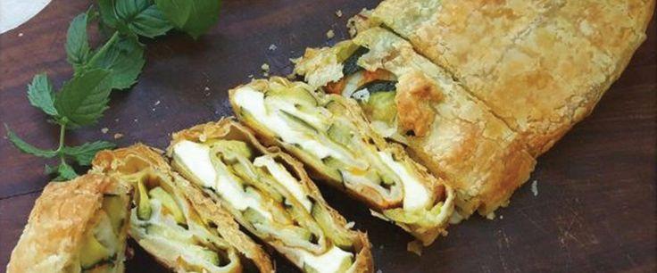 Strudel salato con zucchine, fiori e Taleggio D.O.P. #taleggiodop #ricette #secondi #taleggio
