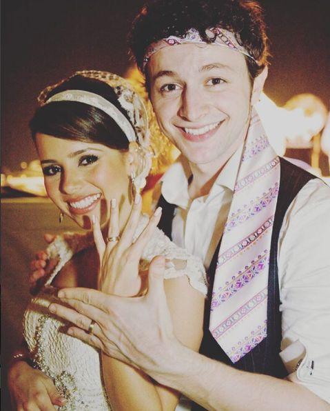 """Sandy fala do seu casamento com Lucas Lima: """"os 6 primeiros meses foram os mais difíceis"""" Juntos há quase dezessete anos, Sandy Leah conta um pouco de sua vida de casada com o músico Lucas Lima."""