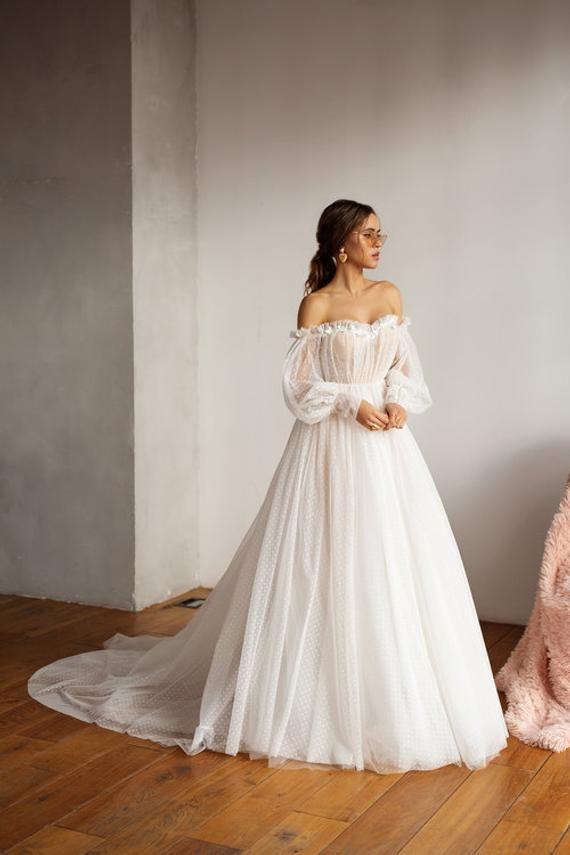 Mesh-Brautkleid, leichtes Empfangskleid, romantische rustikale Braut, schulterfreies Bohème-Kleid, zartes Brautkleid