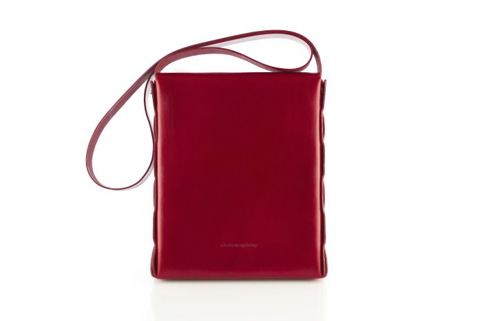Crafted from two pieces of vegetable tanned leather with no stitches, this unisex cross-body bag is the minimalist way to effortlessly carry your daily essentials with style.   Unlined, to reveal the ...