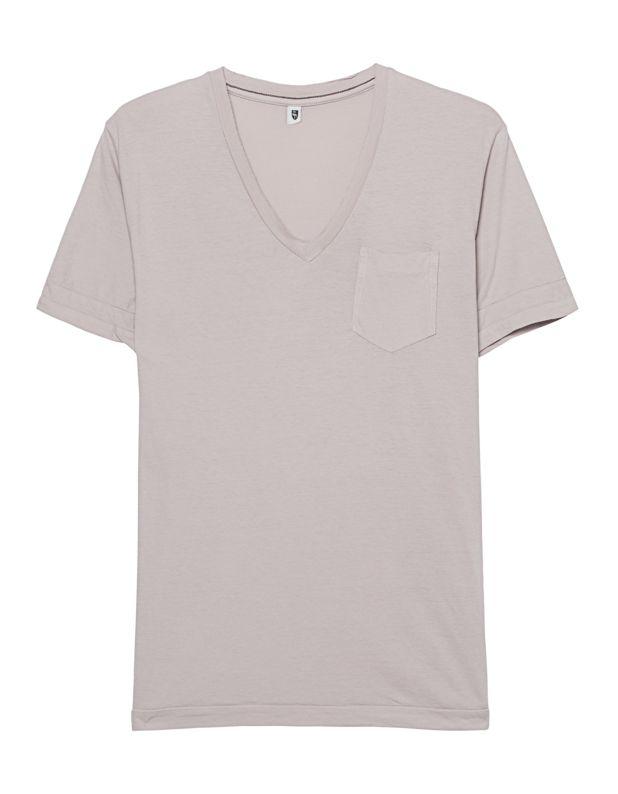 Schmales Baumwoll-T-Shirt Experimentierfreudigkeit auf Italienisch – willkommen bei Crossley!  Schmal geschnittenes beigefarbenes T-Shirt aus weicher Baumwolle mit V-Ausschnitt mit offener Naht, Brusttasche und doppeltem Ärmelsaum.  Das perfekte Basic-Piece im dezenten Destroyed-Look für einen lässigen Everyday-Look!