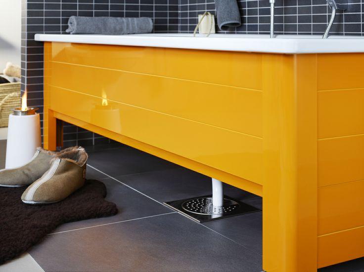 Badkar med front i färgen Crazy Orange. | GUSTAVSBERG