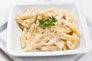 Iedereen kent wel de pizza quartro formaggi, oftewel pizza met 4 verschillende kazen. Wat minder bekend is, is dat een saus van vier verschillende Italiaanse kazen ook erg lekker is over pasta, zoals penne. Omdat kaas behoorlijk wat vet in zich heeft is...