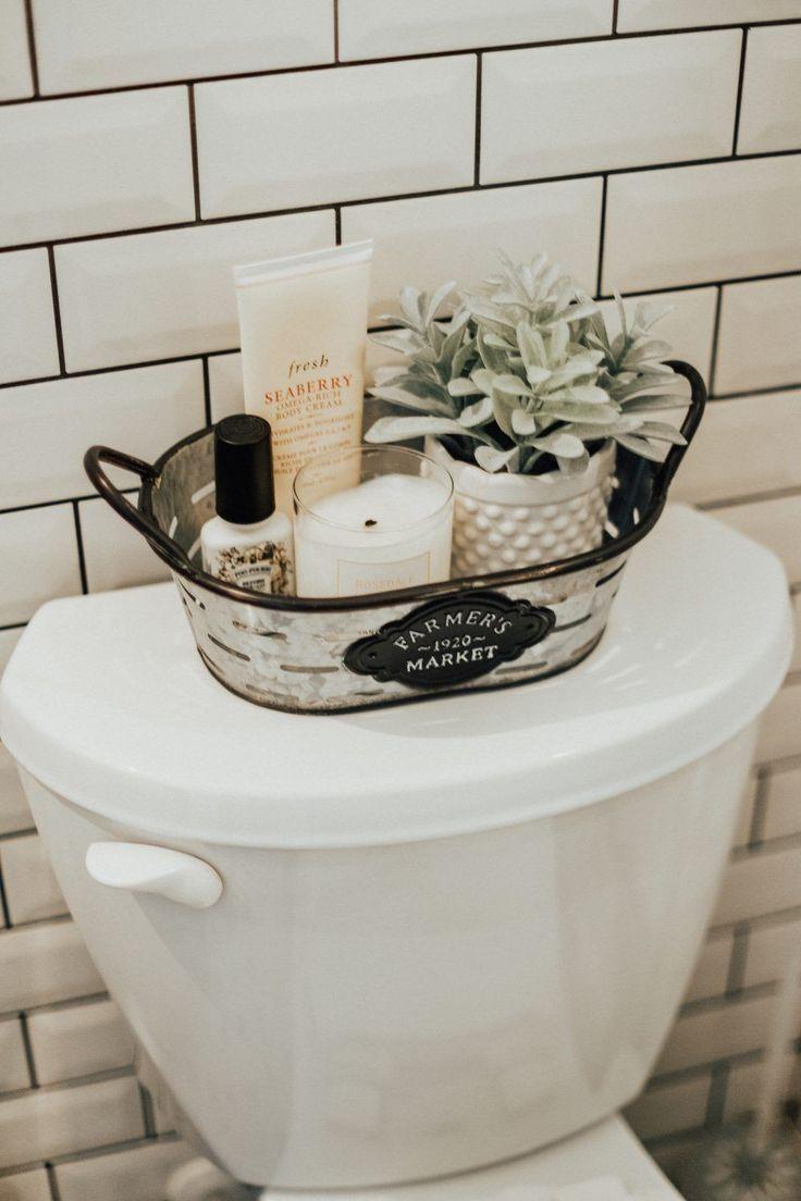 So Eine Nette Und Anregende Idee Eine So Herzliche Und Einladende Atmosphare Und Ich Grabe Alles Al Cheap Farmhouse Decor Bathroom Decor Boho Bathroom Decor Bathroom basket decorating ideas