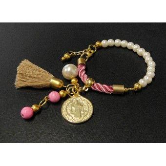 Pulsera de Moda con Perlas, Cordón de Seda y Medalla de San Benito
