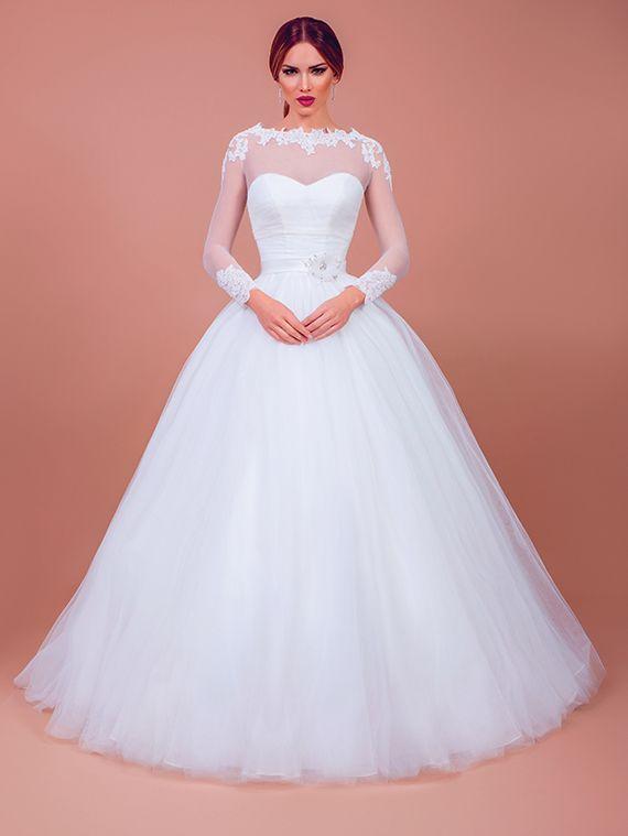 Sonya este rochia de mireasa printesa de care te indragostesti la prima vedere. Realizata din tulle si tafta, Sonya imbina clasicul decolteu in forma de inima cu senzualitatea transparentelor, armonizand contrastul intre traditional si modern cu detalii statement.