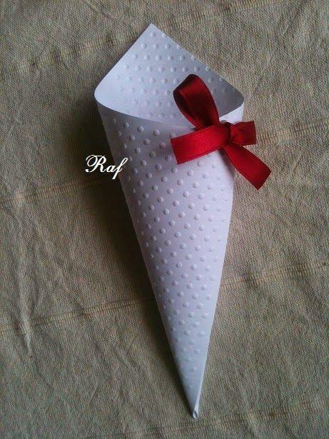 Creazioni di Raf - Wedding creations : Coni portariso personalizzati in rosso ciliegia
