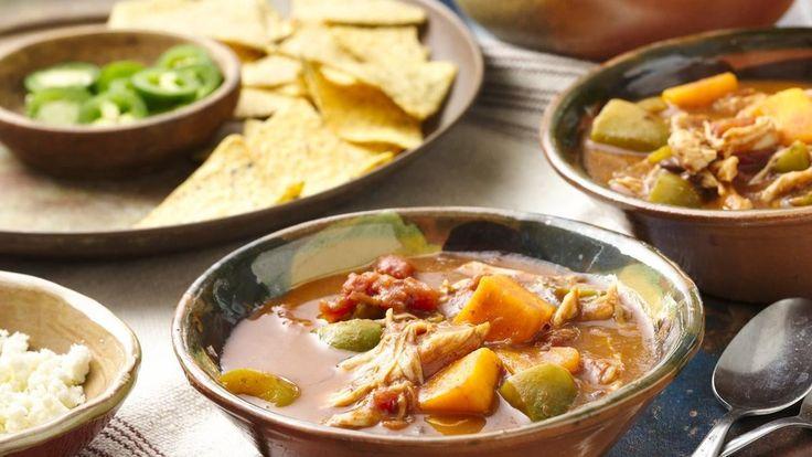 Cette soupe riche est succulente et permet d'utiliser les restes de dinde et de courge du festin des fêtes.
