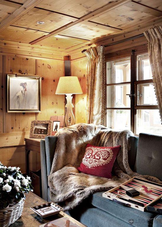 Un salon dans un châlet où l'on serais ravi de prendre une tasse de chocolat chaud.