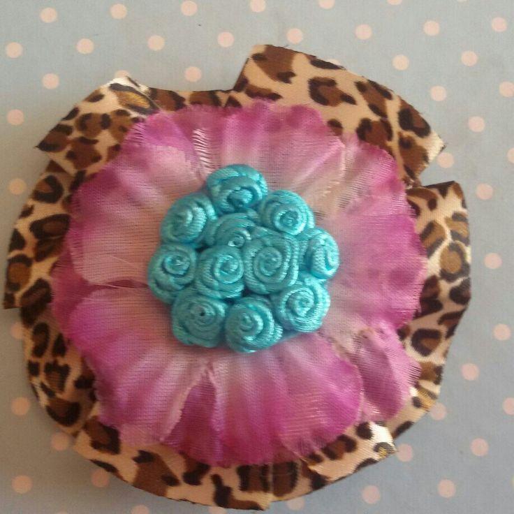 Fermaglio per capelli e spilla realizzato interamente a mano per un look super estivo! #summer #estate #pinup #rockabilly #FridaKahlo #color #flower #fiore #sweet #kawaii #spilla #brooch #hair #rose #animalier #hairclip #dark #gothic #horror #goth