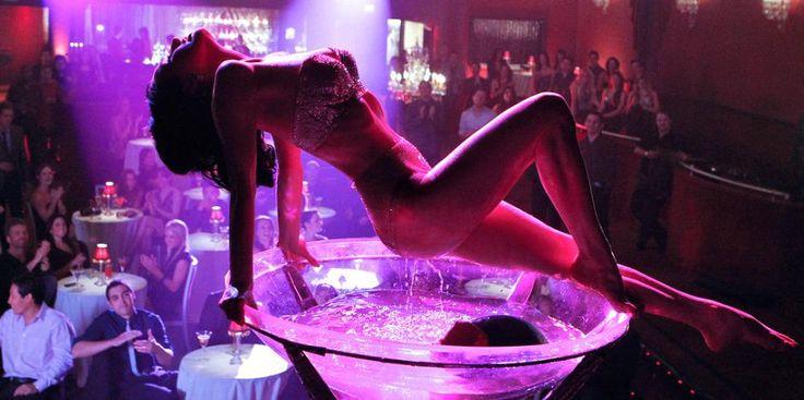 Stripshow  Den första grundregeln – var tar stripshowen plats? Miljö, doft, ljus, intimitet är viktiga element, vars blandning resulterar i den perfekta stripshowen, som utgör konst, uppträdande och en speciell upplevelse. Det är fel att bestämma sig för en stripshow, där dansaren uppträder i ett öppet rum och i närvaro av andra gäster, som finns på klubben.  http://neworleans.pl/en/?nkpage=2
