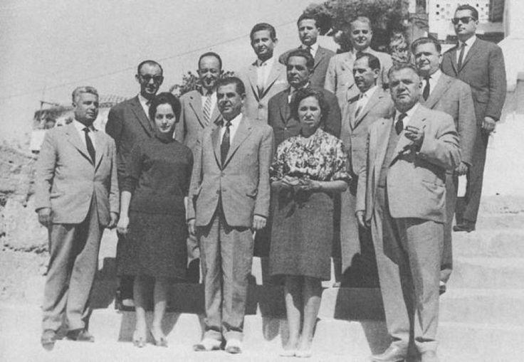 Καθηγητές του Πρώτου Γυμνασίου πριν από 50 χρόνια περίπου, σχολικό έτος 1963-1964. Διαβάστε το άρθρο στην ΕΛΕΥΘΕΡΙΑ http://www.eleftheriaonline.gr/polymesa/nature/item/45540-kathigites-prwto